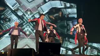 اجرای اهنگ Transformer از اکسو در کنسرت ژاپن